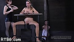 Hotty receives a neck collar and legs widen wide open